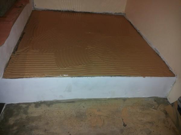 """Montajul treptelor din lemn cu adeziv poliuretanic bicomponent - Montaj trepte cu """"nas"""" din lemn masiv de stejar - MC PRO"""