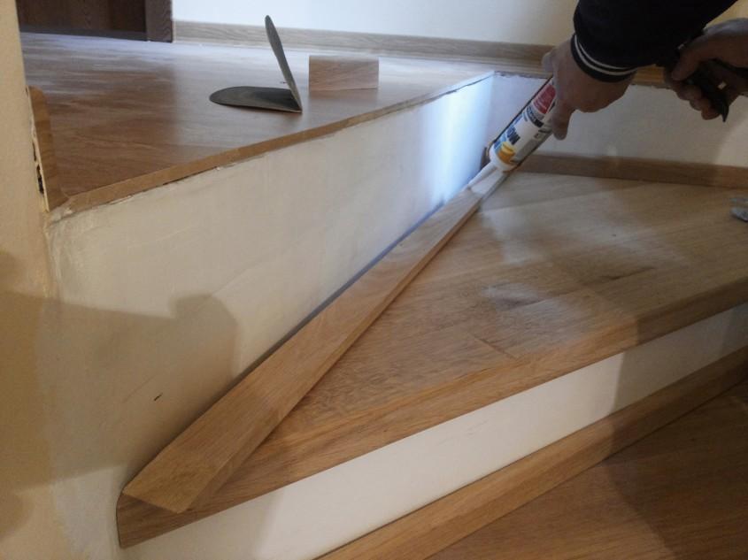 """Montajul plintei pentru treptele din lemn - Montaj trepte cu """"nas"""" din lemn masiv de stejar"""