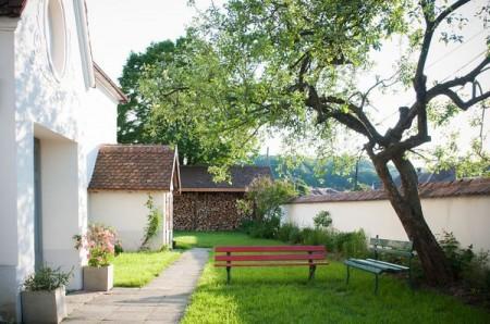 Intrarea in casa de oaspeti - Casele de Oaspeti Cincsor - o restaurare excelenta pentru turismul autentic