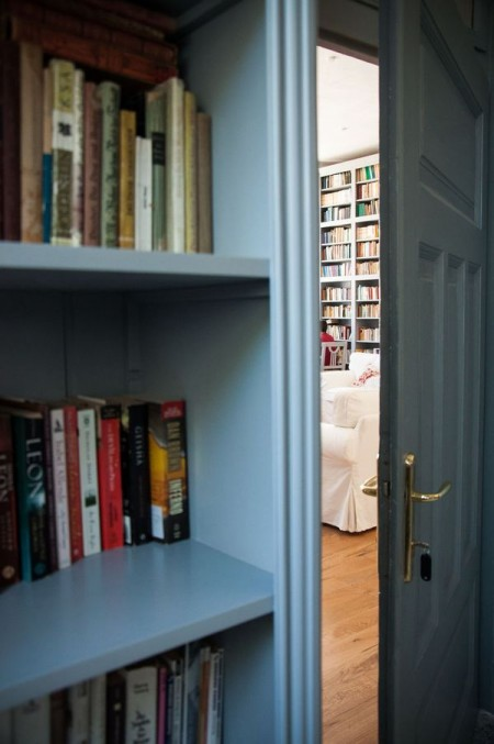 Intrarea in biblioteca - Casele de Oaspeti Cincsor - o restaurare excelenta pentru turismul autentic