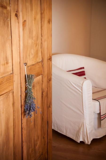 Camera de oaspeti intr-o veche sala de clasa - Casele de Oaspeti Cincsor - o restaurare excelenta pentru turismul autentic