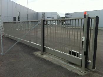 uGate - poarta culisanta in consola - Porti industriale