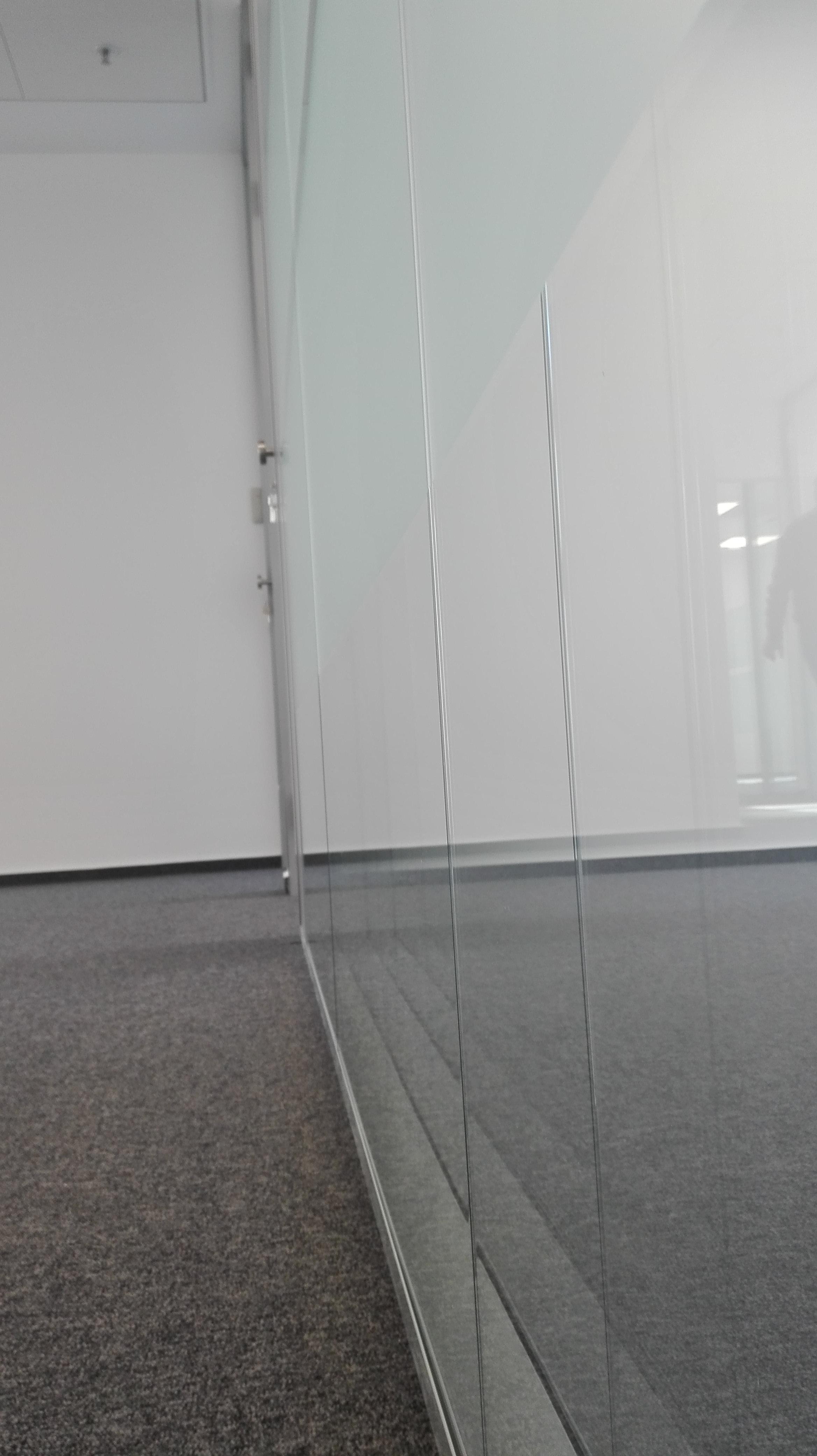 Sigur ai nevoie de pereti din sticla?! - Sigur ai nevoie de pereti din sticla?!