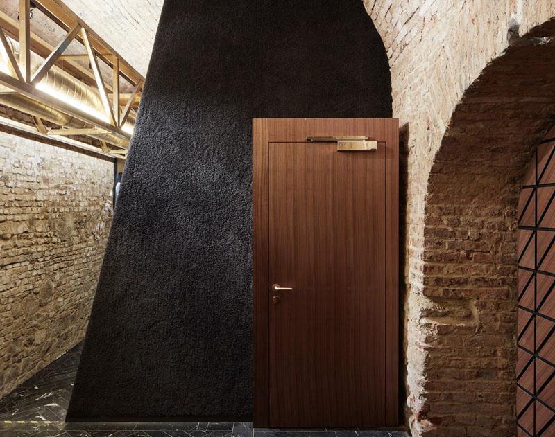 Barul krypt. - Barul modern aflat la 12 m sub pământ, într-o pivniță din sec. XVIII