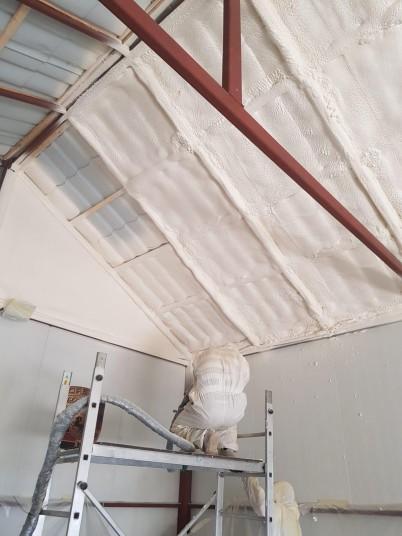 Aplicare spuma poliuretanica - Proiecte realizate de SIRO IZOLATII