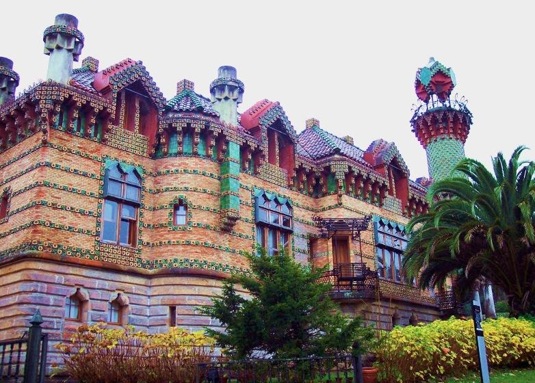 El Capricho - 7 arhitecți cărora nu le-a fost frică de culoare
