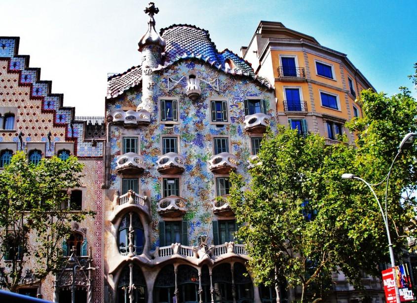 Casa Batllo - 7 arhitecți cărora nu le-a fost frică de culoare