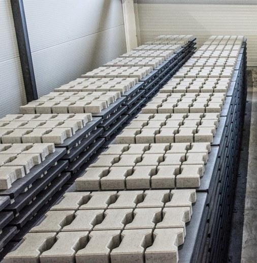 Symmetrica inaugureaza o noua linie de productie - Symmetrica inaugureaza o noua linie de productie