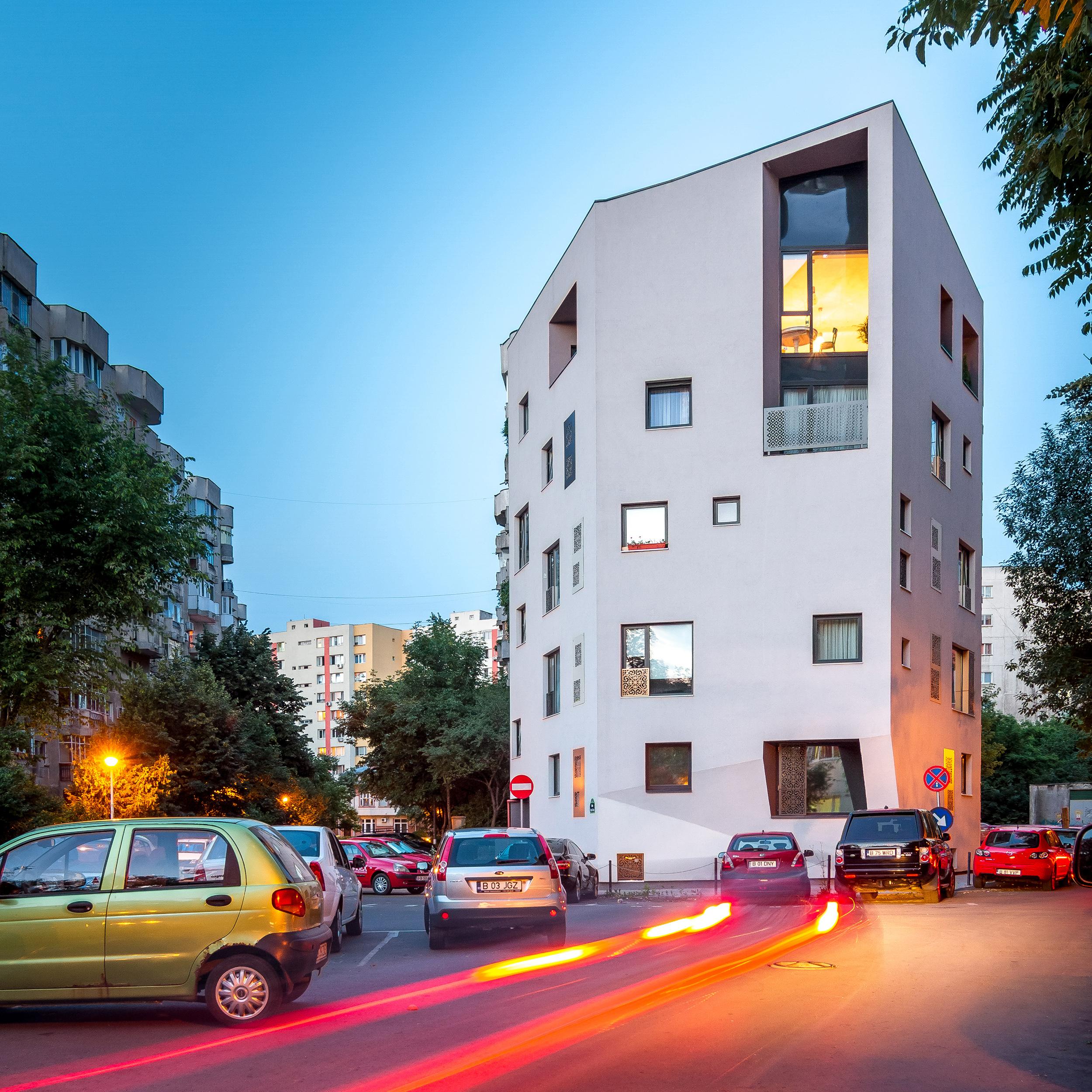 Behind the Blocks of Flats, a Bigger House, an Urban Villa - Nominalizarile pentru Premiile Romanian Building Awards - premii de recunoastere publica a excelentei in proiectarea si executia spatiului construit din Romania