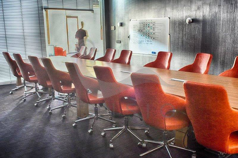 Sala de conferinte - Birourile ELBI Electric & Lighting sau cum sa atingi starea de bine