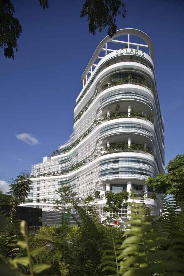 Interviu cu pionierul arhitecturii ecologice - Ken Yeang invitat special al Forumului International de Arhitectura SHARE