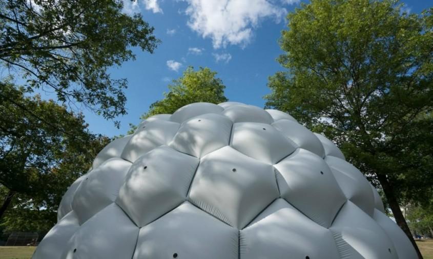 Cupolă gonflabilă formată din sute de aparate mici de fotografiat - Cupolă gonflabilă formată din sute
