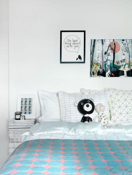 Un teanc de reviste in loc de noptiera - Cu ce poți înlocui o noptieră? Idei pentru un dormitor deosebit