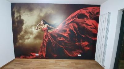 Lucrare realizata de PRINTDREAM REAL - tapet cu model femeie in rochie rosie - Lucrari realizate