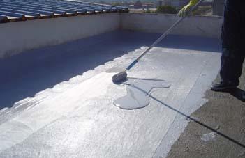 Aplicare primul strat - Hidroizolarea corecta a unui acoperis si protectia membranei cu materiale reflexive