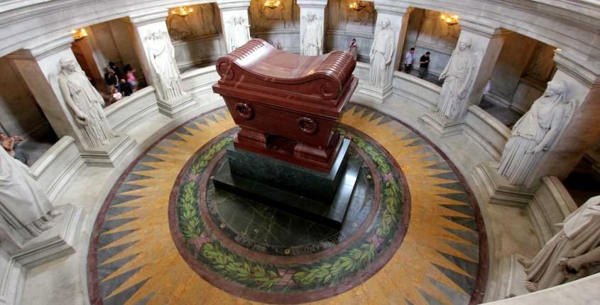 Mormantul lui Napoleon Bonaparte - Lectia de arhitectura - emblemele stilului baroc