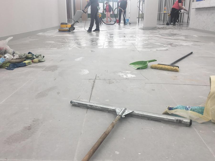 Curatenie spatiu comercial dupa renovare - Firmă de curățenie, soluția perfectă de a face cu ușurință ordine după constructor