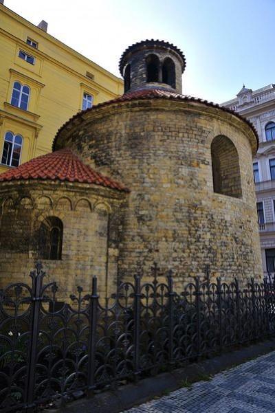 Rotunda Sfintei Cruci - O călătorie arhitecturală prin Praga, orașul celor 100 de clopotnițe - partea I