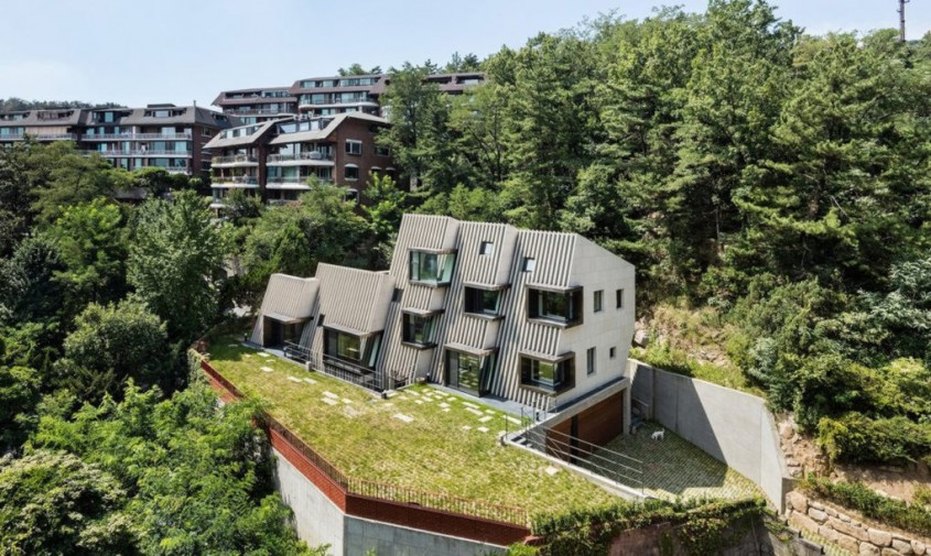 Deep House - Deep House, locuinta adaptata terenului