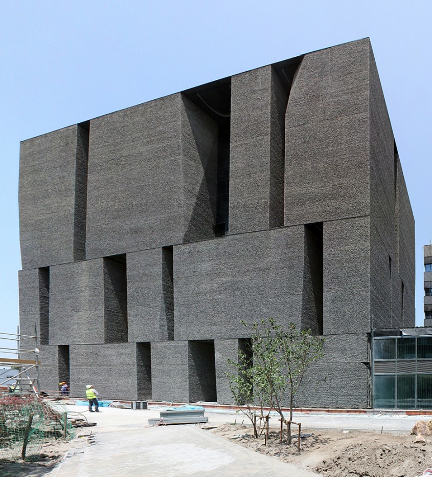 Cladirea de birouri a companiei Novartis - Arhitectul Alejandro Aravena este laureatul prestigiosului Premiu Pritzker 2016