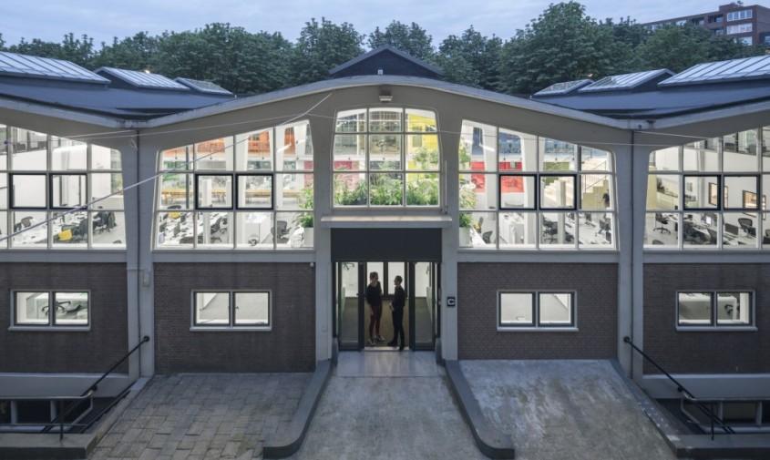 Noile birouri MVRDV amenajate intr-un monument istoric - Noile birouri MVRDV amenajate intr-un monument istoric