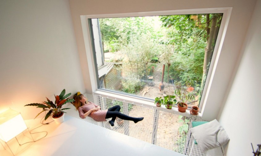 SkinnyScar7-1020x610 - Un teren ingust, intre alte case, gazduieste o casa luminoasa