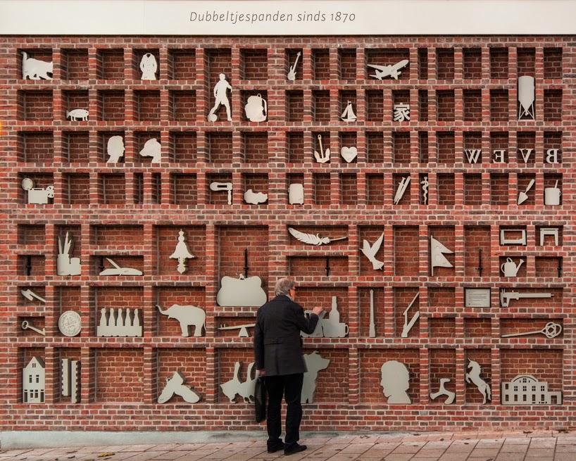 Zid de caramida transformat intr-o cutie pentru litere tipografice de dimensiuni extreme - Zid de caramida
