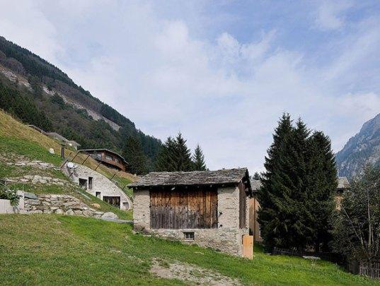 O vila din Elvetia ascunsa in versantul unui munte - O vila din Elvetia