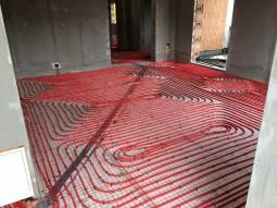 Montare pompe de caldura si incalzire in pardoseala cu distribuitoare SBK la o casa din Somesul