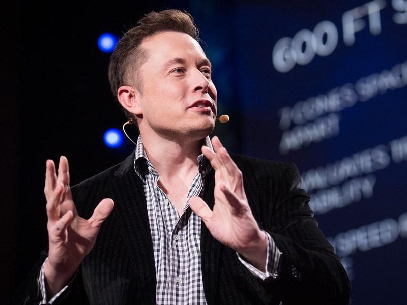 Elon Musk CEO-ul Tesla Inc - Tesla va incepe din aprilie 2017 sa preia comenzi de