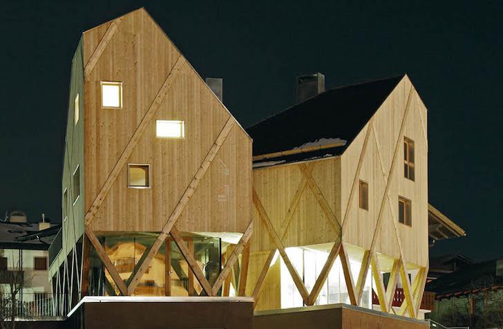 Artist-Studio-by-MoDus-Architects-1 - O casa pe structura din lemn a carei volumetrie imita relieful muntos din imprejurimi