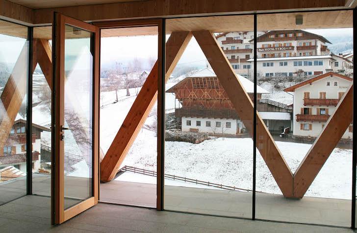 Artist-Studio-by-MoDus-Architects-10 - O casa pe structura din lemn a carei volumetrie imita relieful muntos din imprejurimi