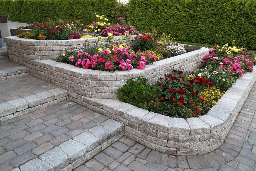 Profilul cumparatorului de pavele - ce forme si culori aleg romanii cand isi amenajeaza gradinile -