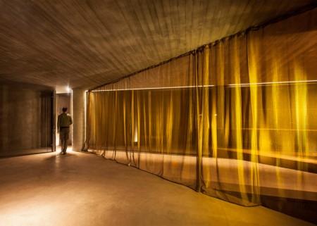 O casa din beton din Grecia isi deschide interioarele spre muntii Gerania - O casa din beton din Grecia isi deschide interioarele spre muntii Gerania
