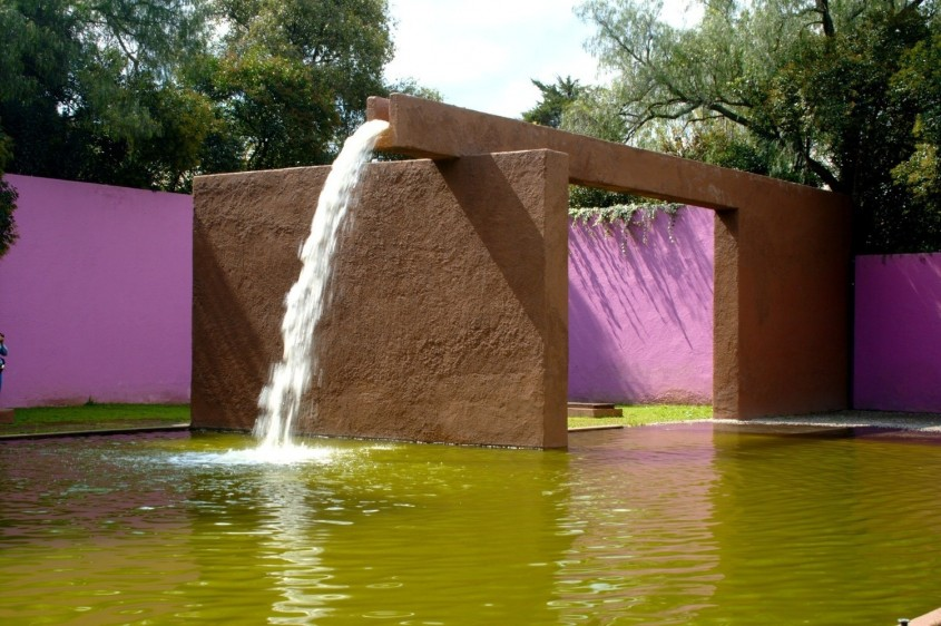 Fuente de los Amantes - 7 arhitecți cărora nu le-a fost frică de culoare