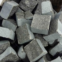 Piatra Cubica Granit Gri Antracit Fatetata 10 x 10 x 5cm (1tona = 7-8mp) - Piatra cubica