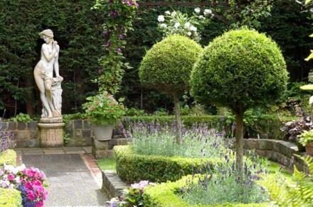 Gradina de tip mediteranean o explozie de culori si arome for Roman garden designs