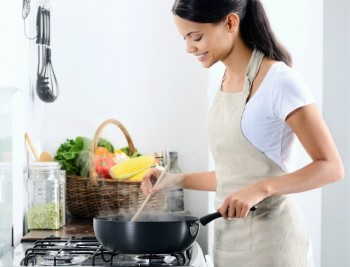 Vara in bucatarie: cum improspatezi aerul fara sa aerisesti? - Vara în bucătărie: cum împrospătezi aerul fără să aerisești?