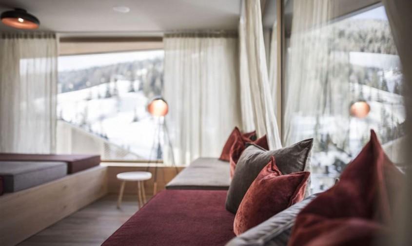 "Tofana Hotel ""Explorer's Home"" - Acest hotel deosebit din Dolomiti parca aduce natura in interior"
