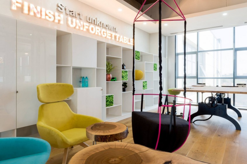 Amenajarea biroului BitterStrawberry - Creativitate înainte de toate - o deviză numai bună pentru un spațiu