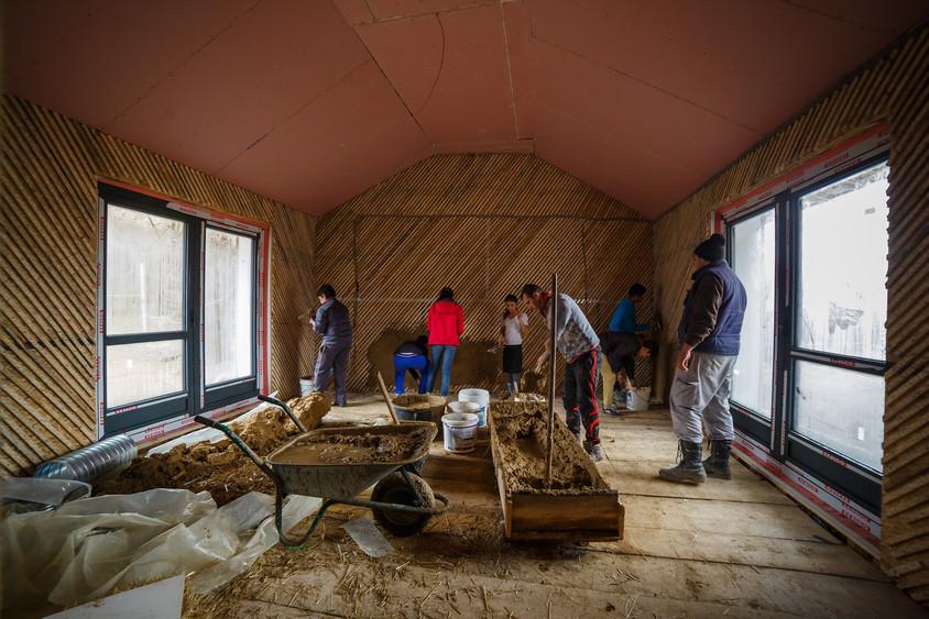 Atelier de tencuieli de lut - Castigatorul Romanian Building Awards 2016 a dovedit cum valoarea spatiului construit trece de constructie