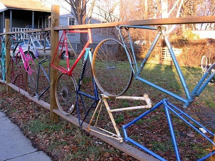 Gardul din biciclete - Cateva idei altfel pentru garduletele decorative de gradina