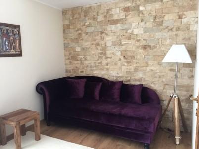 Camera cu pereti placati cu piatra naturala - Lucrari DECOR LIMESTONE
