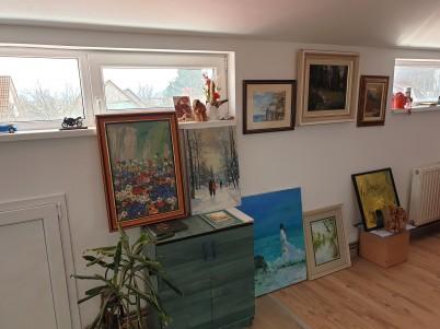 Camera cu tablouri inramate de INTACT - Lucrari realizate de INTACT