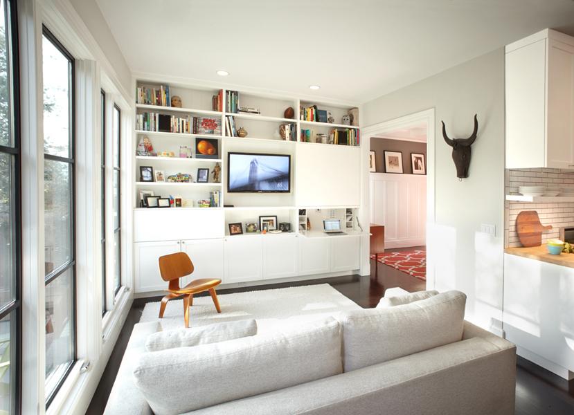 Depozitare pe tot peretele - 8 sfaturi pentru camere de zi mici