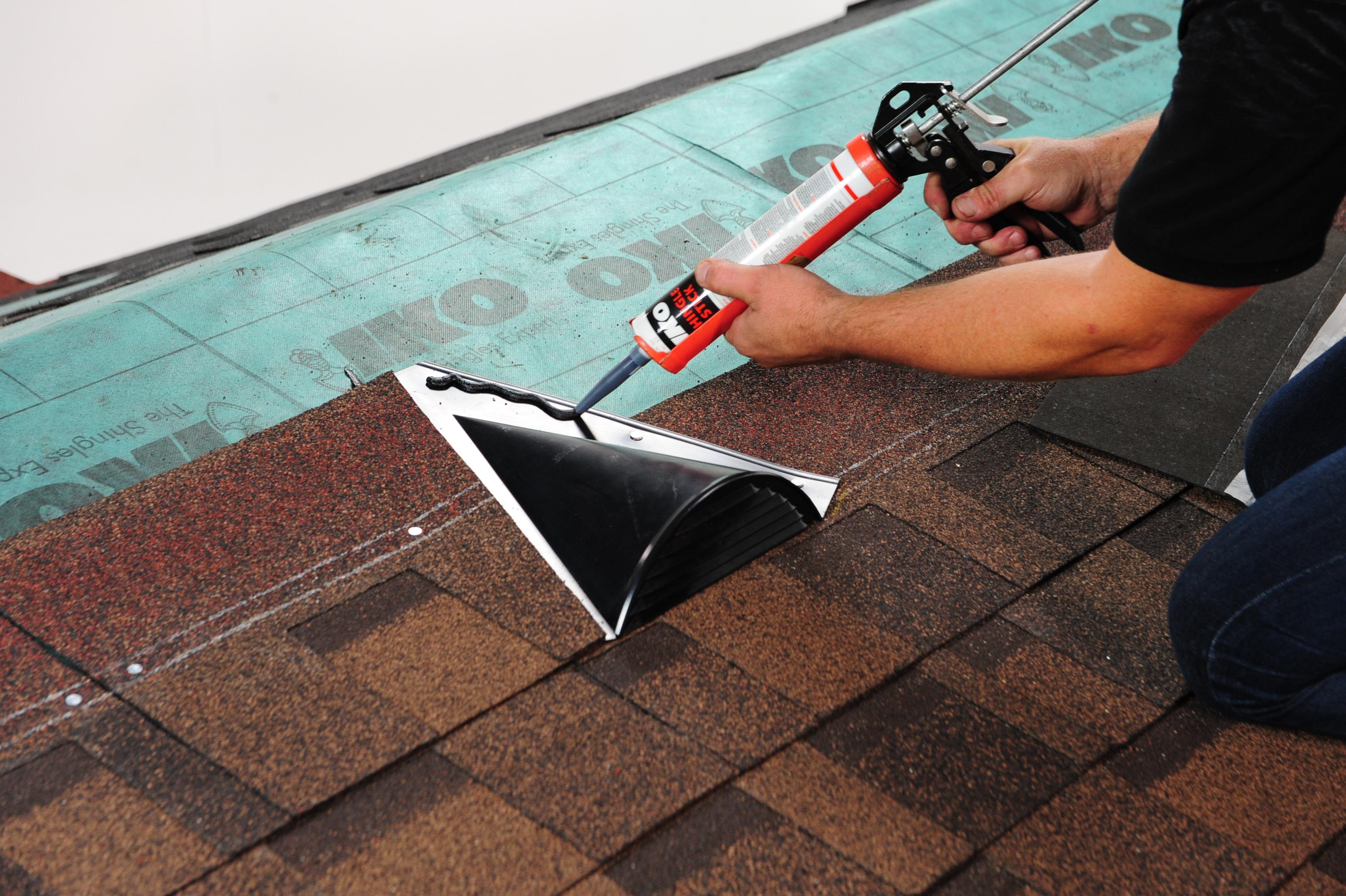 Folosirea în exces de mastic bituminos - Cele mai frecvente greşeli făcute de montatori de acoperişuri