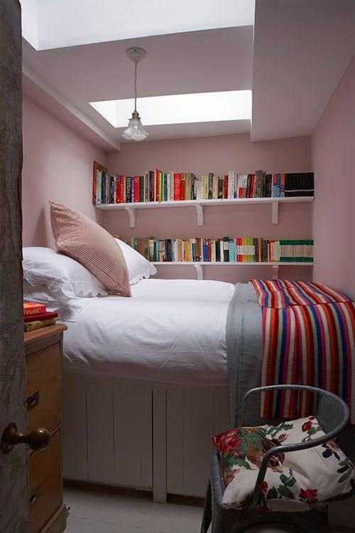 Roz - 6 culori aprinse, numai bune de incercat daca ai un dormitor mic