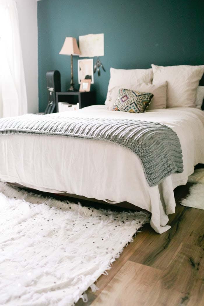 Turcoaz inchis - 6 culori aprinse, numai bune de incercat daca ai un dormitor mic