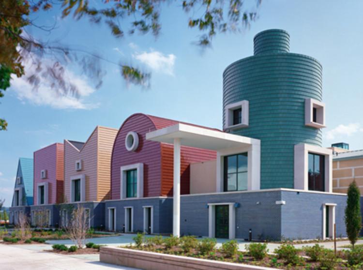Scoala St. Coletta - 7 arhitecți cărora nu le-a fost frică de culoare