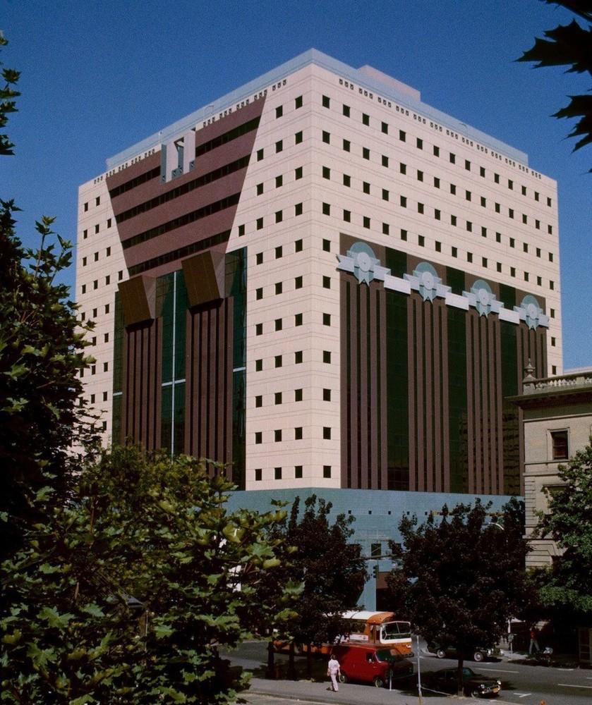 Cladirea Portland - 7 arhitecți cărora nu le-a fost frică de culoare
